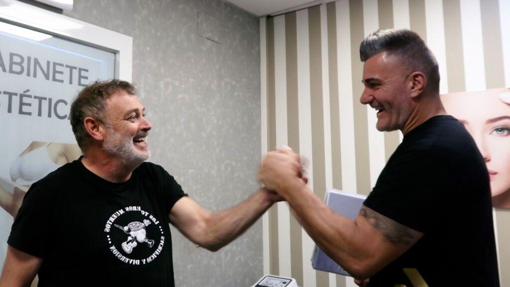 """""""Se me nota en el flotador"""": Pablo Carbonell ha perdido ya dos kilos con la dieta y los ejercicios del reto de Iván Perujo"""