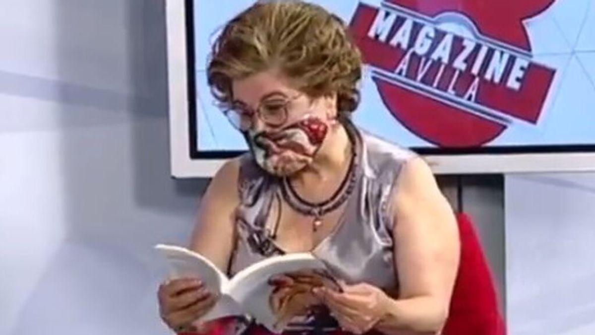 Sonsoles Soto Mories, leyendo su poema erótico en televisión