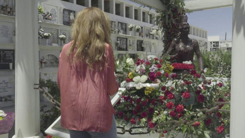 """Rocío Carrasco vuelve a Chipiona y visita la tumba de Rocío Jurado: """"Fue muy duro, pero a la vez gratificante"""""""