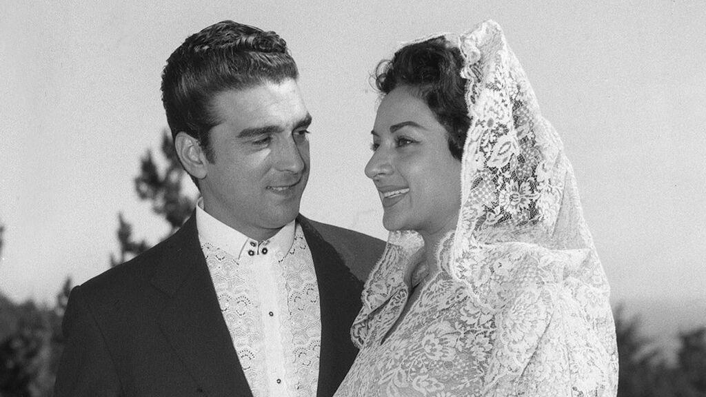 Cómo fue la discreta y romántica boda entre Lola Flores y El Pescaílla: recordamos los mejores momentos del enlace.