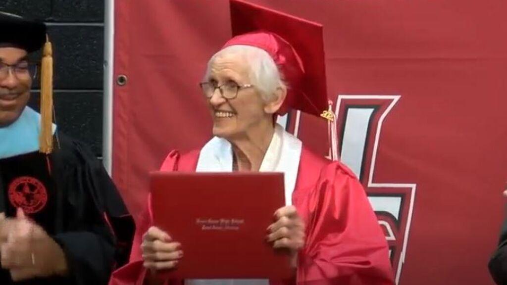 Los mayores se rebelan contra la edad:  Con 94 años se gradúa de Bachillerato