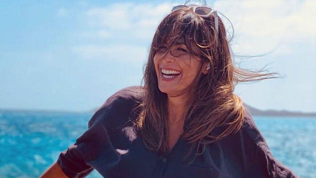 Nuria Roca tiene la camisa de lentejuelas que será tendencia este verano
