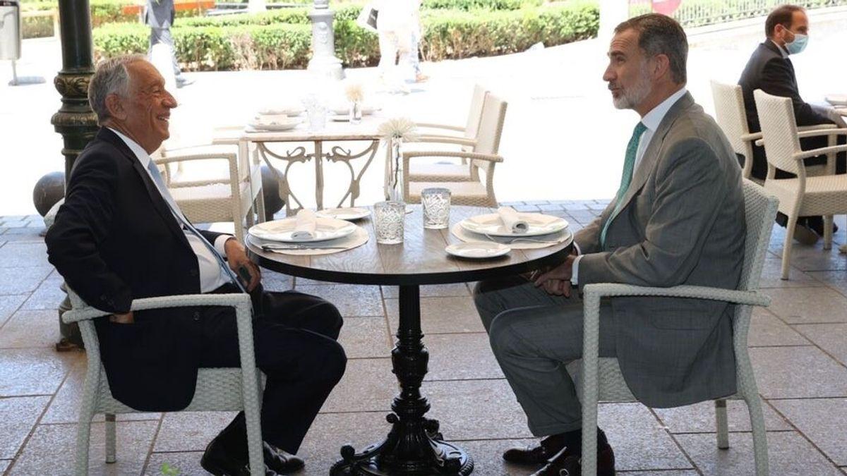 Felipe VI y el presidente portugués almuerzan en una terraza de la plaza de Oriente de Madrid