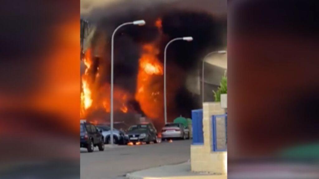 Espectacular incendio en una empresa de productos químicos en la localidad toledana de Yuncos