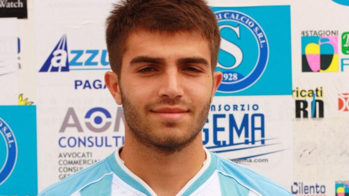 Un futbolista de 29 años muere por un infarto durante un partido en honor a su hermano fallecido