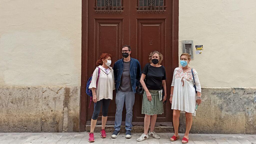 Los vecinos de un edificio de Valencia adquirido por un fondo buitre denuncian que les quieren echar de sus hogares