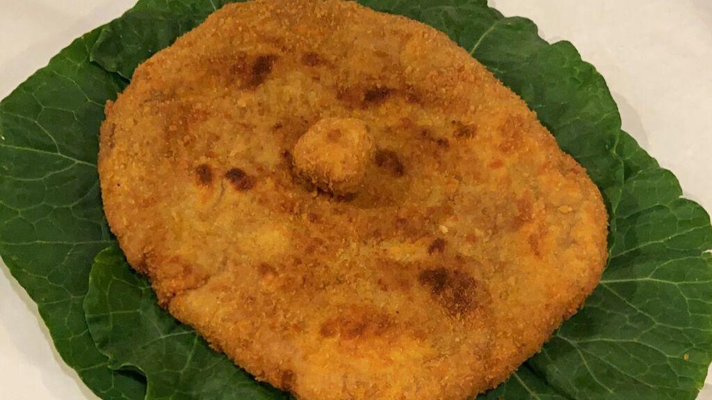Un cachopo con forma de empanada y presentado sobre una berza es elegido como el mejor de España