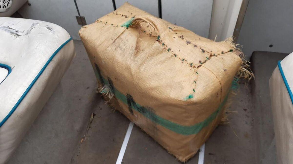 Un nadador encuentra 40 kilos de hachís en una playa de Valencia