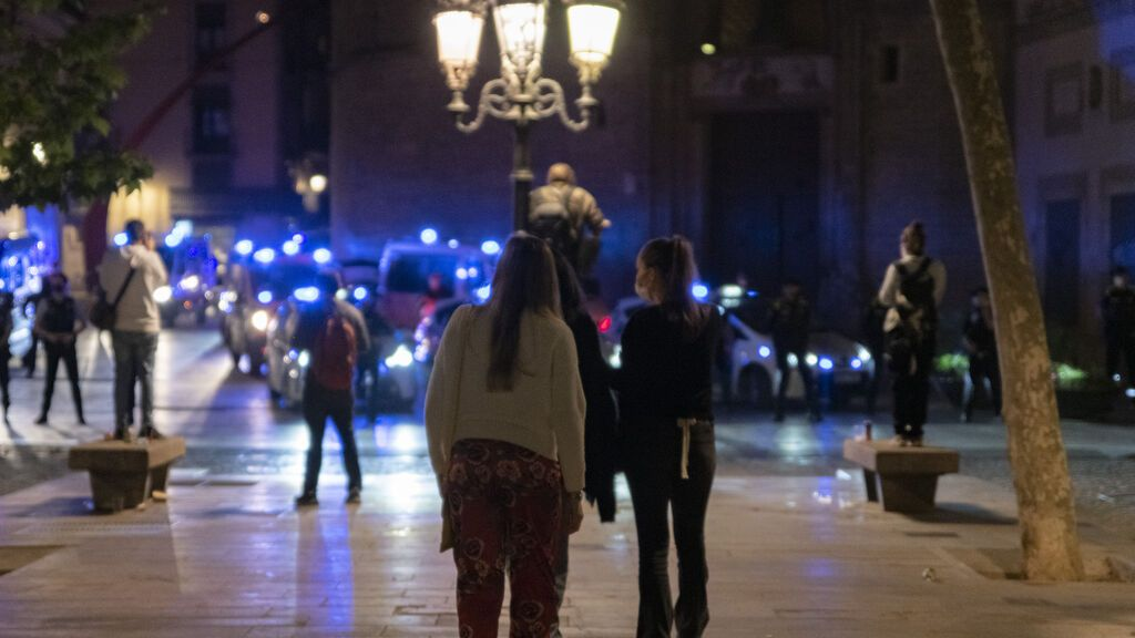 Desalojadas casi 5.000 personas por aglomeraciones en Barcelona la madrugada de este sábado