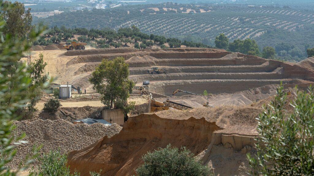 Continúa la búsqueda entre el lodo del hombre sepultado en una cantera de Jaén