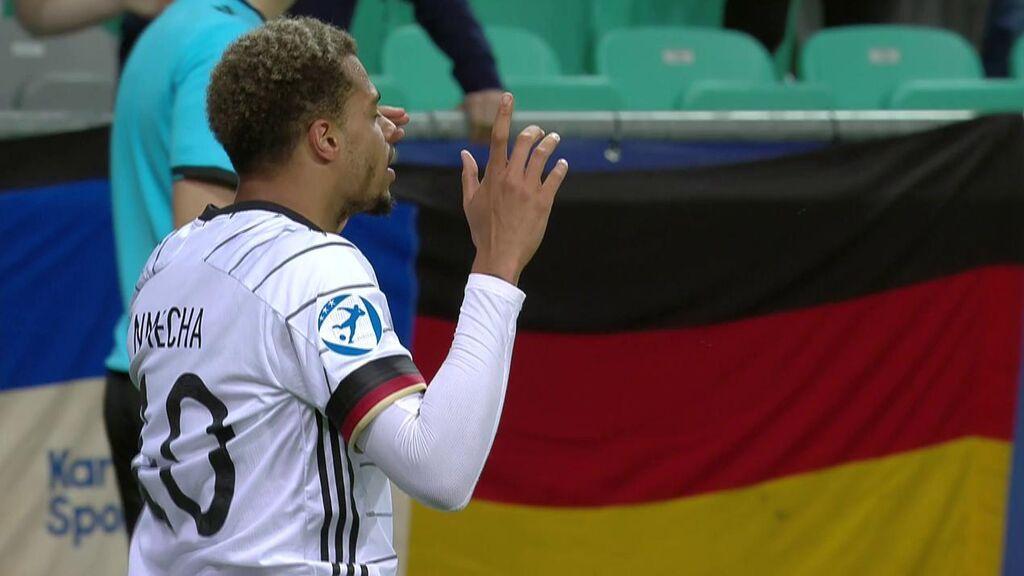 Nmecha celebra el gol en la final del Europeo Sub21.