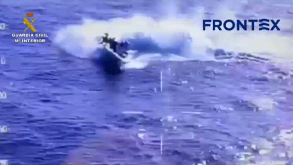 Espectacular persecución en aguas de Cádiz