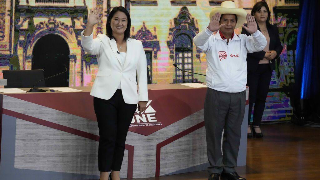 Los primeros resultados oficiales en Perú dan una ligera ventaja a Fujimori sobre Castillo