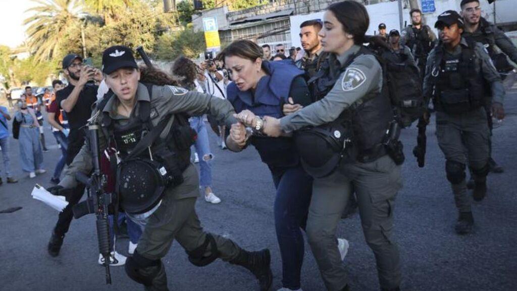 Israel detiene a la joven activista palestina Muna al Kurd, crítica con los desalojos