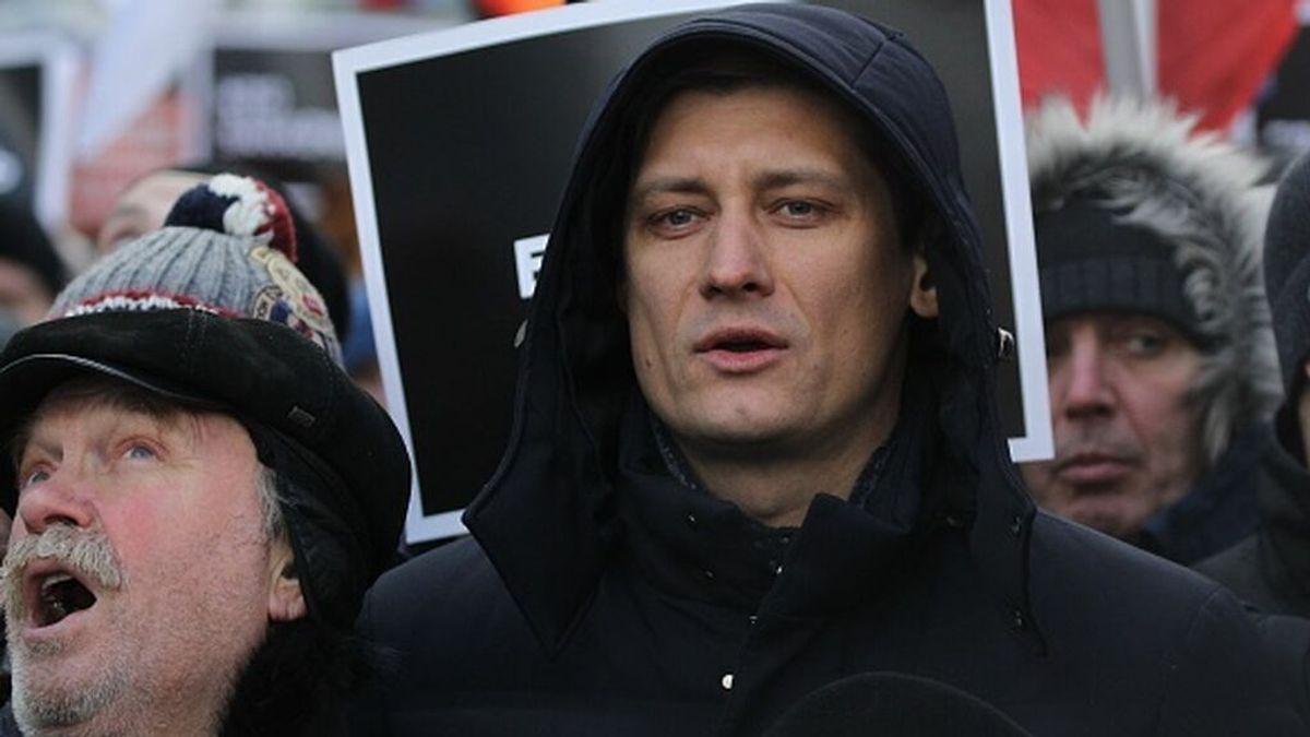 El opositor Dimitri Gudkov abandona Rusia por temor a ser encarcelado