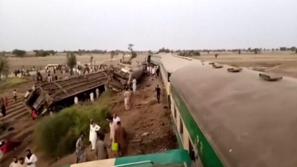 Accidente de tren en Pakistán con decenas de muertos