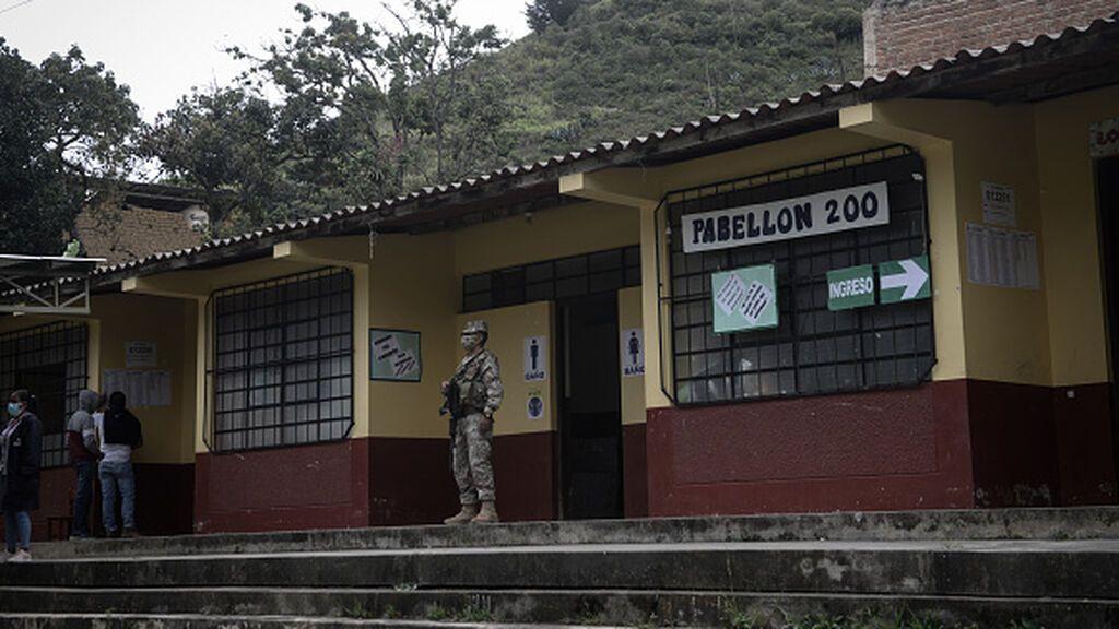 El recuento rápido de las elecciones en Perú indica un empate técnico que lidera Castillo