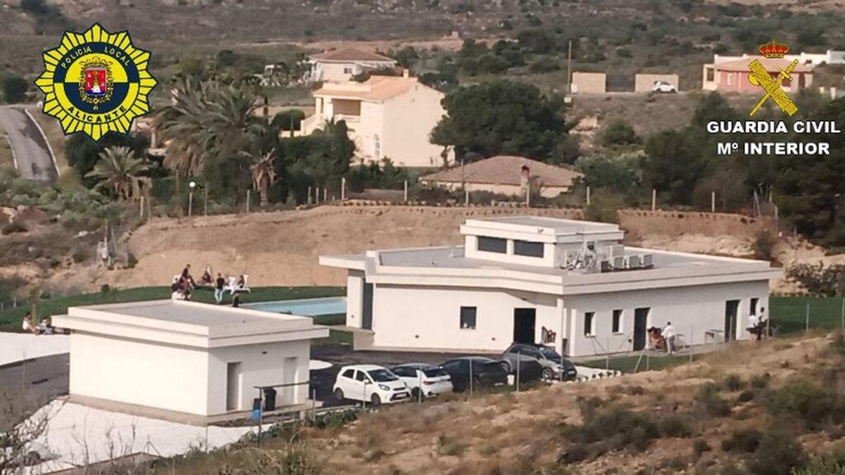 Desmantelan una fiesta ilegal con más de 100 personas en una chalé en Alicante