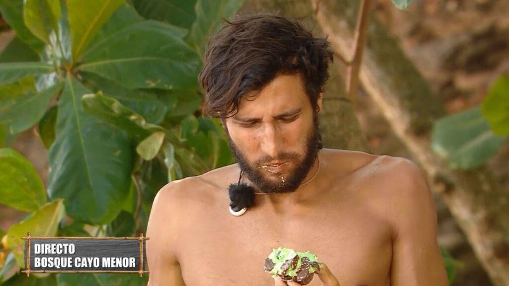 Gianmarco disfrutando de su cupcake en la pastelería 'Supervivientes'
