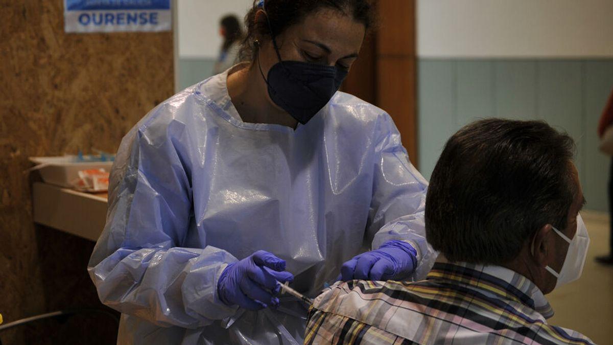 Galicia empieza a vacunar a los mayores de 18 completando los huecos de los menores de 40 años