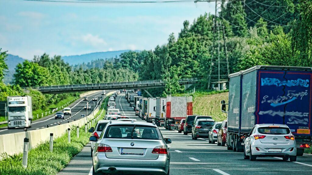 8 Errores habituales que cometemos en un atasco en autovía