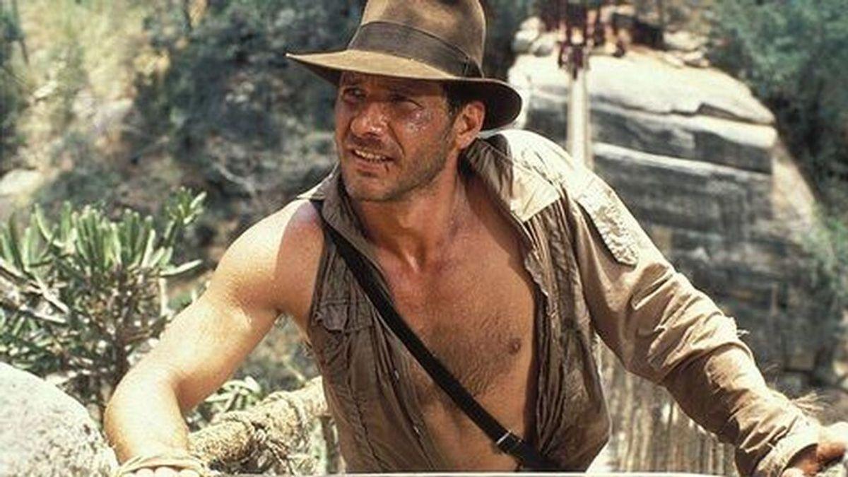 Primeras fotos del rodaje de 'Indiana Jones 5': Harrison Ford, con sombrero, látigo... y mascarilla