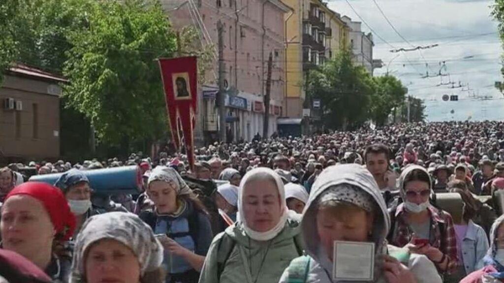 Miles de peregrinos ortodoxos marchan en Rusia en honor a San Nicolás