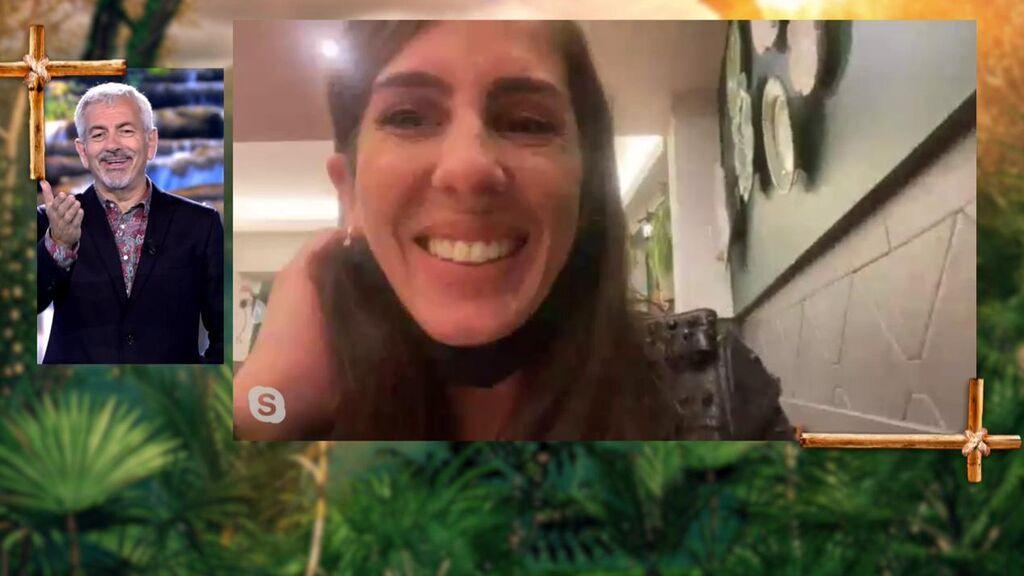 La surrealista y divertida conexión de Anabel: ¡entra por videollamada desde un bar en Lisboa!