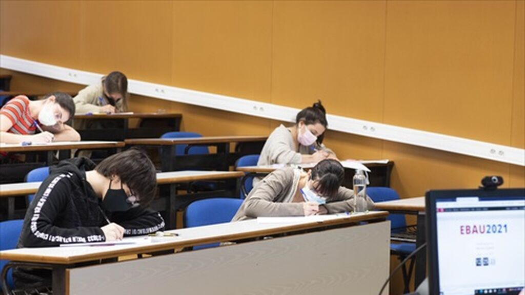 EuropaPress_3750924_Preview_alumnos_realizan_prueba_ebau_region_murcia