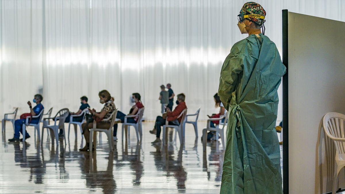 España ya ha vacunado a 20 millones con al menos una dosis y a la mitad de los mayores de 50 con pauta completa