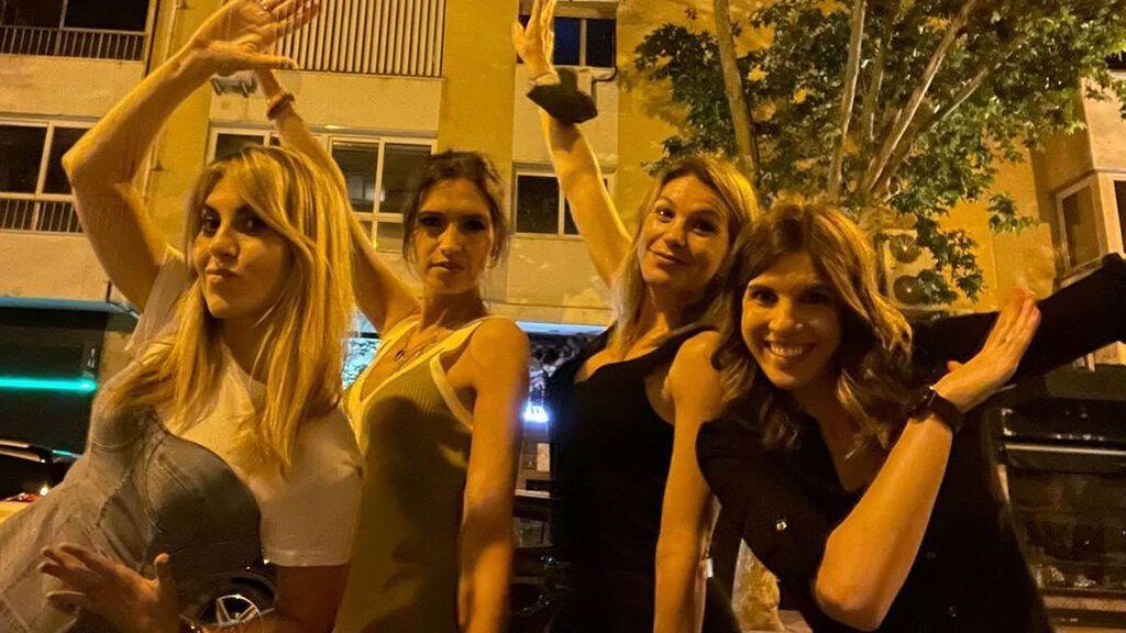 """Sara Carbonero se reencuentra con sus excompañeras en una salida de chicas: """"Con vosotras siempre locura"""""""