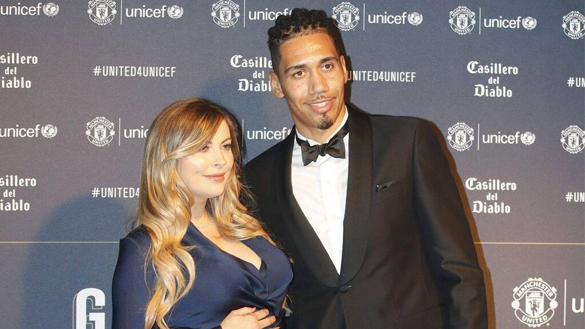 """El jugador de la Roma, Chris Smalling y su esposa afirman haber visto un OVNI: """"Era enorme y muy sofisticado"""""""