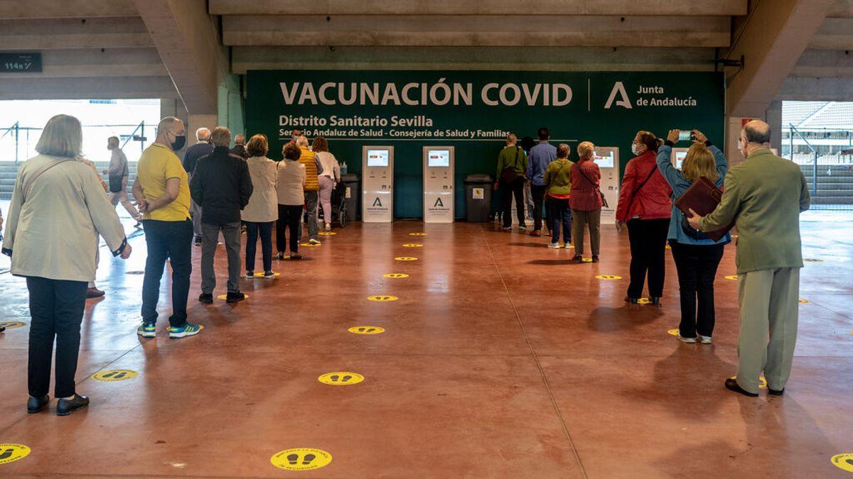 Andalucía anuncia que la semana que viene empezarán a ser vacunados las personas de 30 a 39 años