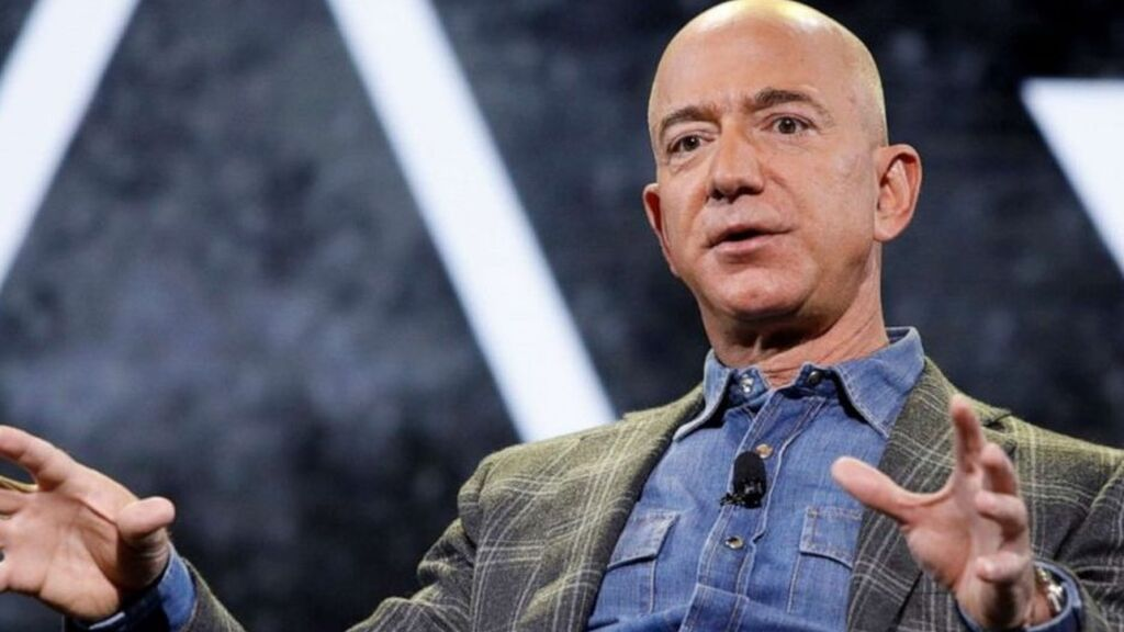 Jeff Bezos volará en el primer lanzamiento tripulado de su cohete