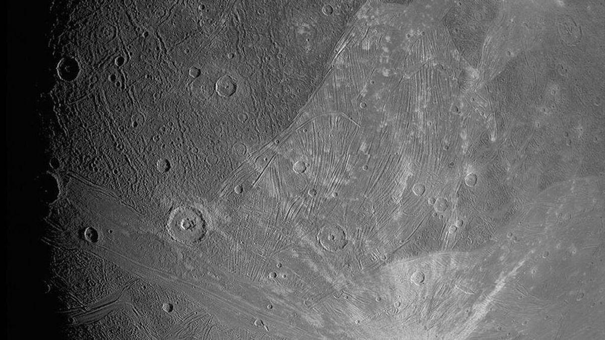 Una astronave de la NASA captura primeros planos de la luna más grande de Júpiter
