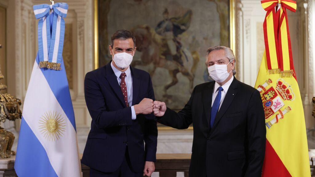 Pedro Sánchez, junto al presidente argentino Alberto Fernández