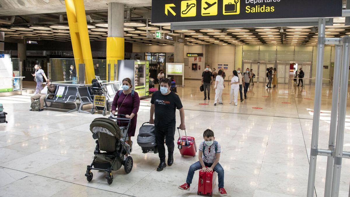 Sanidad eleva a los 12 años la edad mínima para la PCR obligatoria para entrar en España