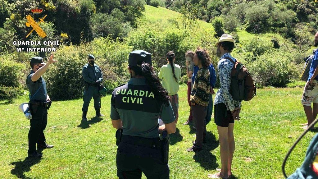 Así vive la Familia Arcoiris, la comunidad hippie de La Rioja