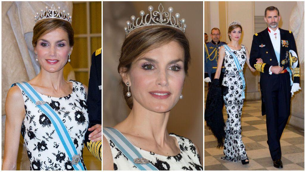 Fue en el 2009 cuando Felipe le regaló una tiara a la reina Letizia.