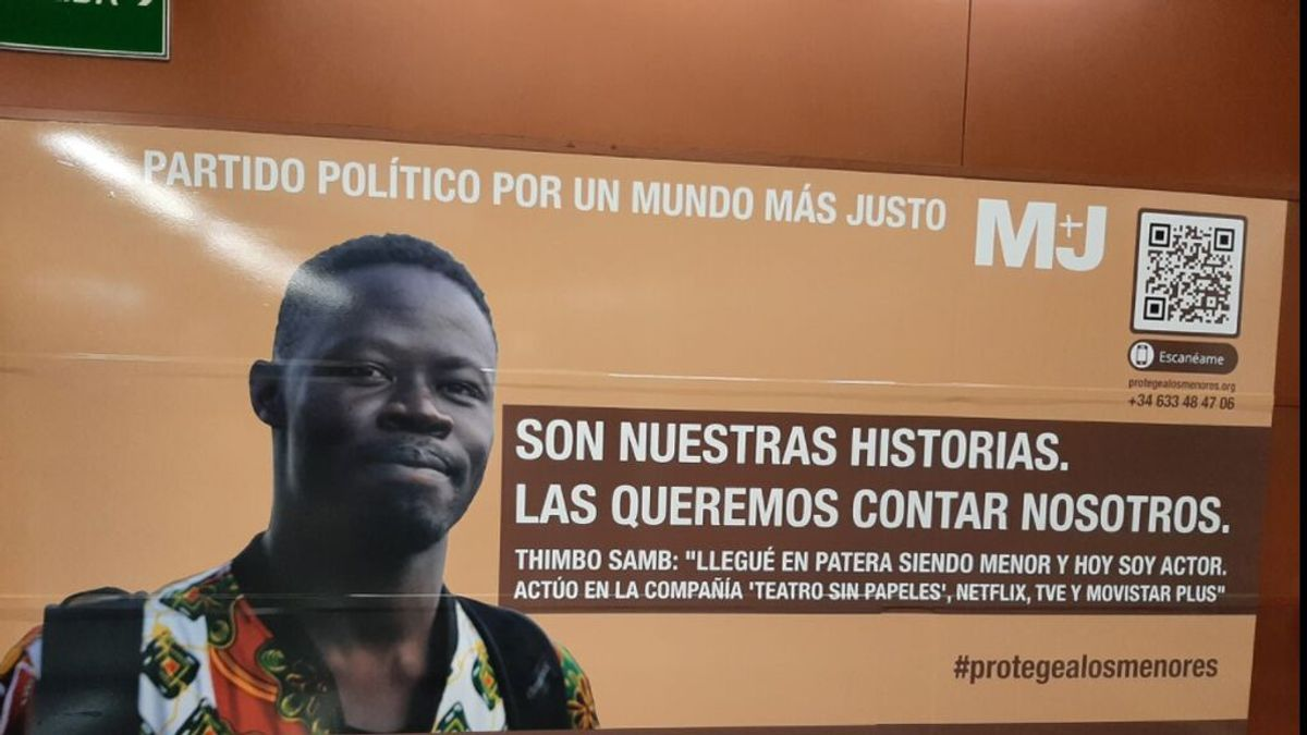 Nuevo cartel sustituye al de Vox: De protege Madrid a la historia de Thimbo, de llegar en patera a ser actor