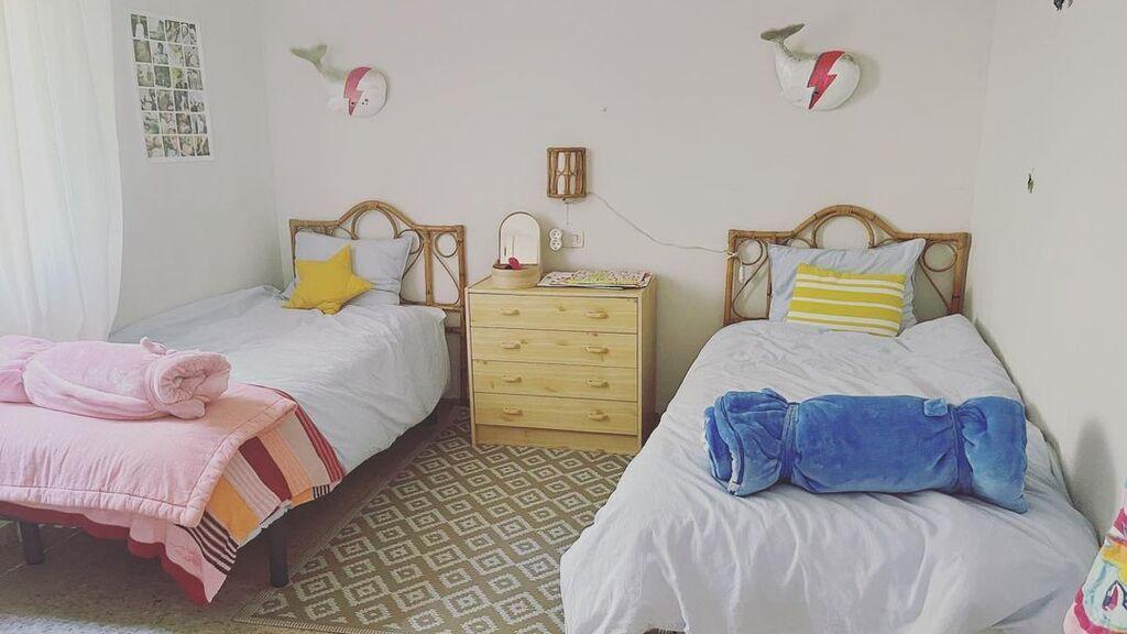 El dormitorio que comparten Pepe y Lucía, hijos de Tania Llasera, en su nueva casa