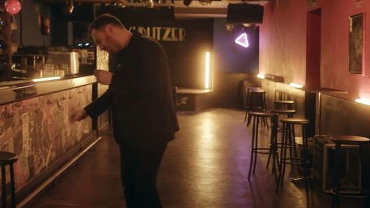 Ismael Serrano se reencuentra con un antiguo amor en su nuevo videoclip (y las redes le reclaman que baile)