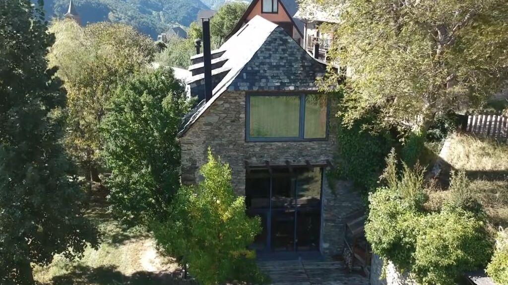 Cuesta 2,9 millones de euros y la decoró el propio Pau Donés: la casa del Valle de Arán donde pasó sus últimos días