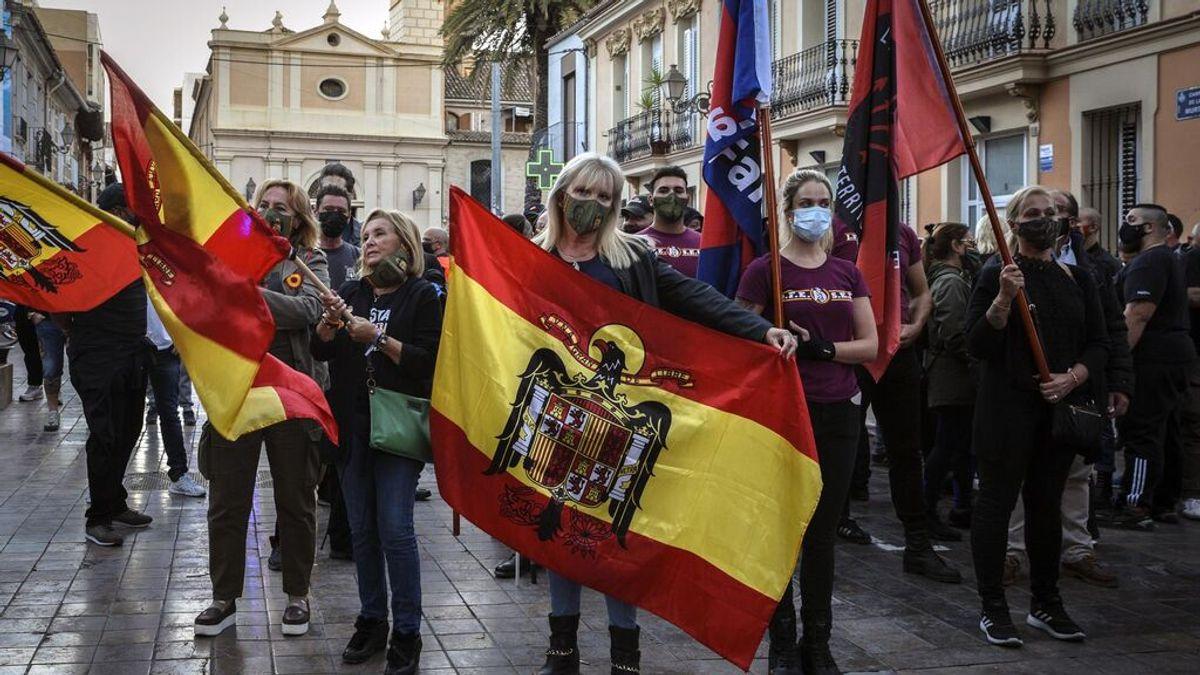 Multan con 4.000 euros a dos mujeres por enaltecimiento del franquismo en una marcha en Valencia