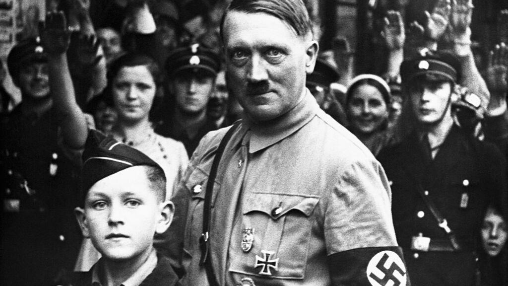 Hitler y las teorías de la conspiración: el historiador Richard J. Evans desmonta las 'fake news' del nazismo