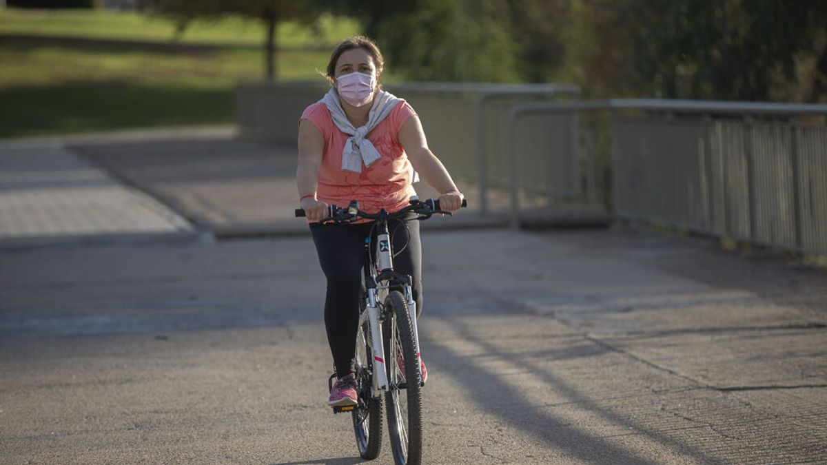 """La OCU pide que la mascarilla deje de ser obligatoria al aire libre: """"Causa hartazgo y es un gasto importante"""""""
