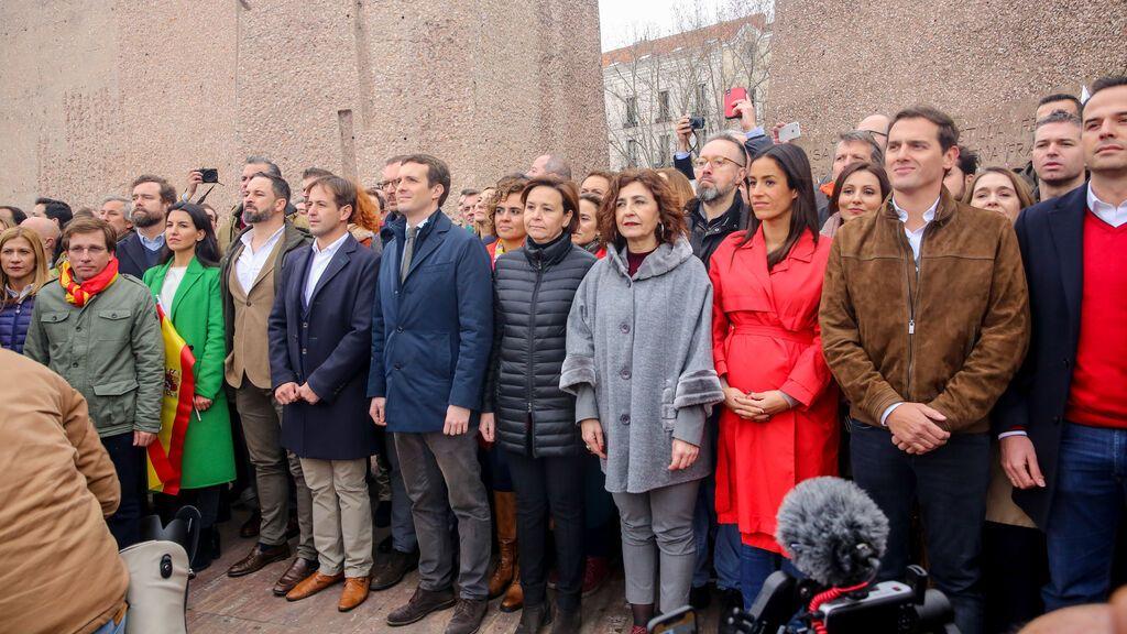 EuropaPress_1902582_pablo_casado_albert_rivera_santiago_abascal_concentracion_plaza_colon