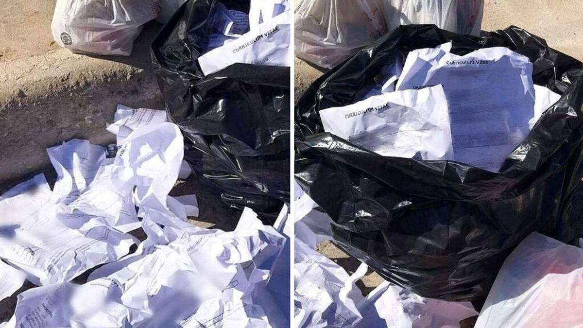 """Un concejal reparte unos curriculums que estaban en la basura y consigue trabajos para varias personas: """"Merecen respeto"""""""
