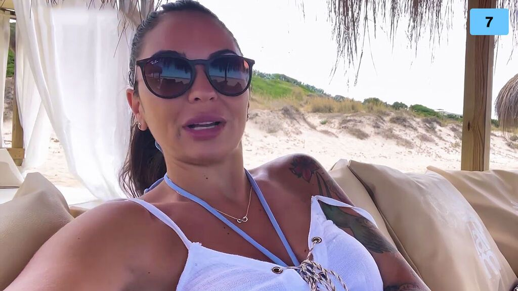 María Hernández nos cuela en sus vacaciones en familia y enseña el espectacular hotel en el que se aloja (1/2)
