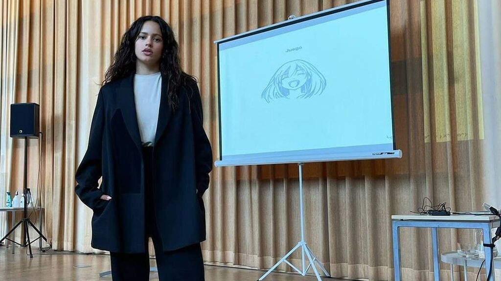 """Rosalía acude a la escuela donde estudió para dar una charla sobre música: """"Yo tengo presión desde que nací"""""""